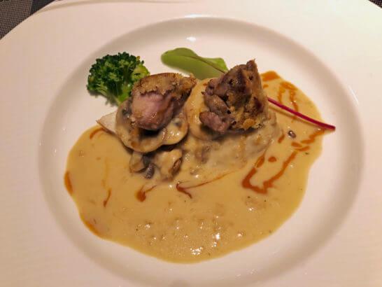 グランドニッコー東京台場のリードヴォー 錦爽鶏のフリカッセ シュプレームソース