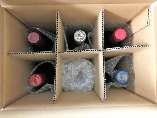 エノテカのワインが入った段ボールを開けたところ